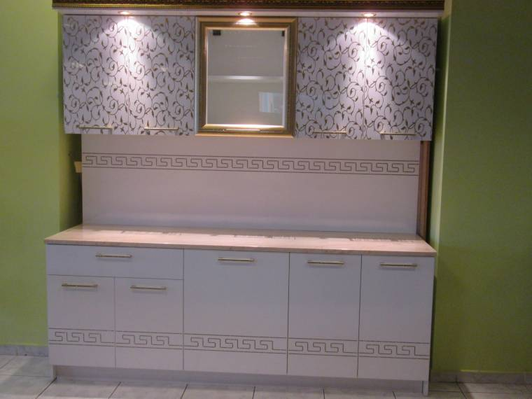 Кухня МДФ Златни цветя
